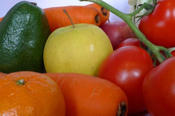 7 porzioni di frutta e verdura al giorno tolgono il medico di torno