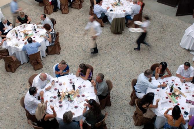 BaroloNight, Food &Wine Festival: il 26 luglio a La Morra il Barolo si unisce alla gastronomia delle Langhe