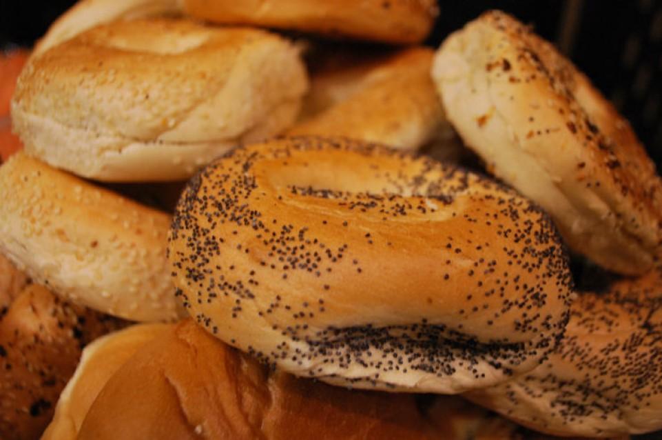 Gli italiani continuano a preferire il pane artigianale, ma mangiano più spesso fuori casa