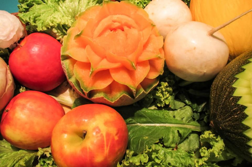 Gli italiani mangiano sempre meno frutta e verdura
