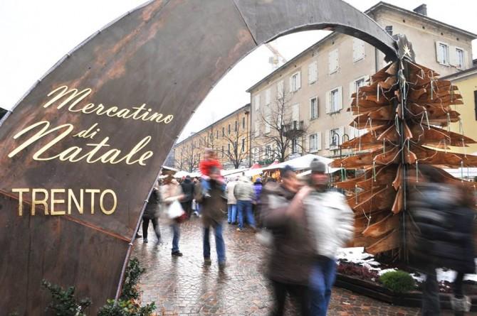 Fino al 6 gennaio a Trento le feste si colorano di luci e sapori con i mercatini di Natale