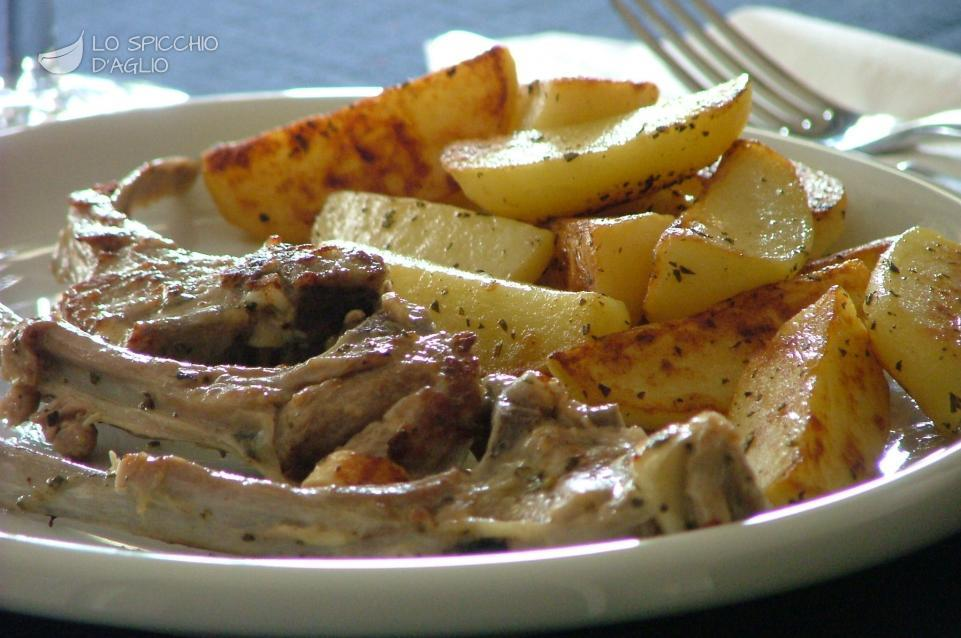 Costolette di agnello in padella con patate