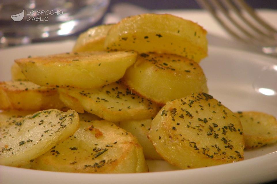 Fette di patate in padella