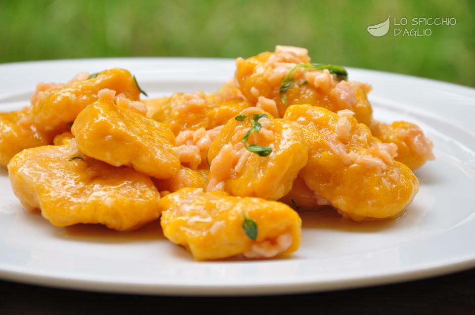 Ricetta gnocchi di zucca burro e salmone le ricette for Primi piatti particolari