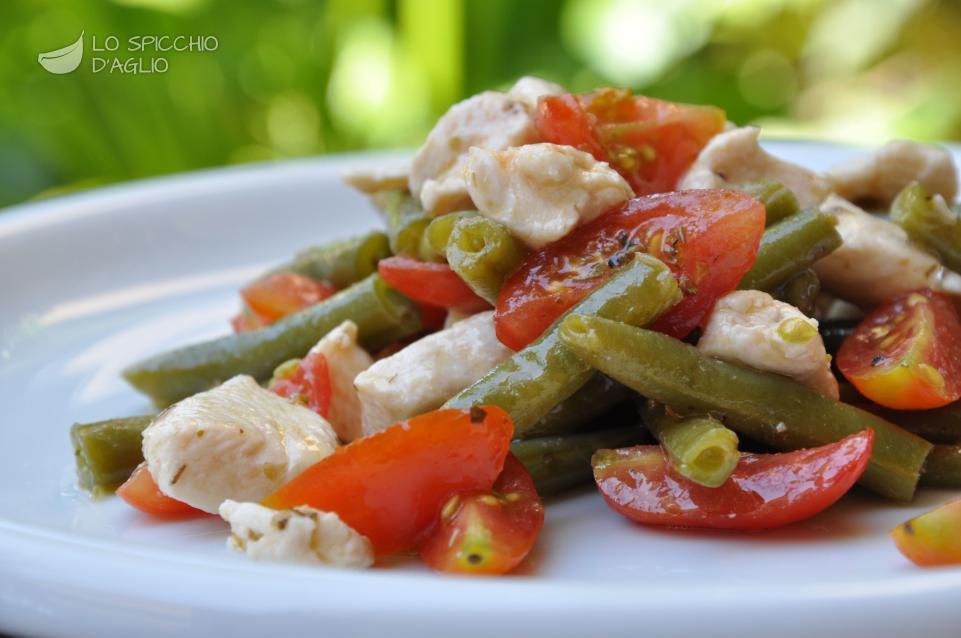 Insalata di pollo, pomodori e fagiolini