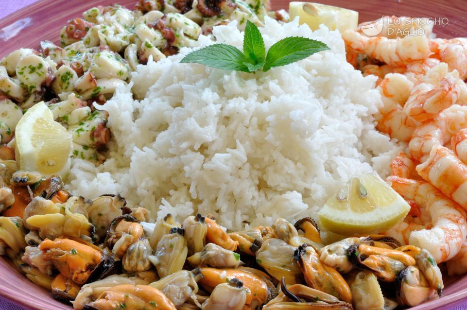 Ricetta insalata riso e mare le ricette dello spicchio for Ricette primi piatti originali