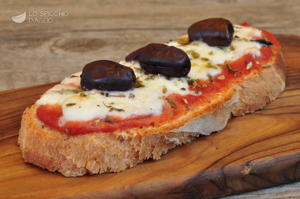 Pan di pizza alle olive