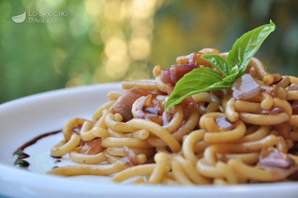 Fettuccine Alle Cipolle Recipe — Dishmaps