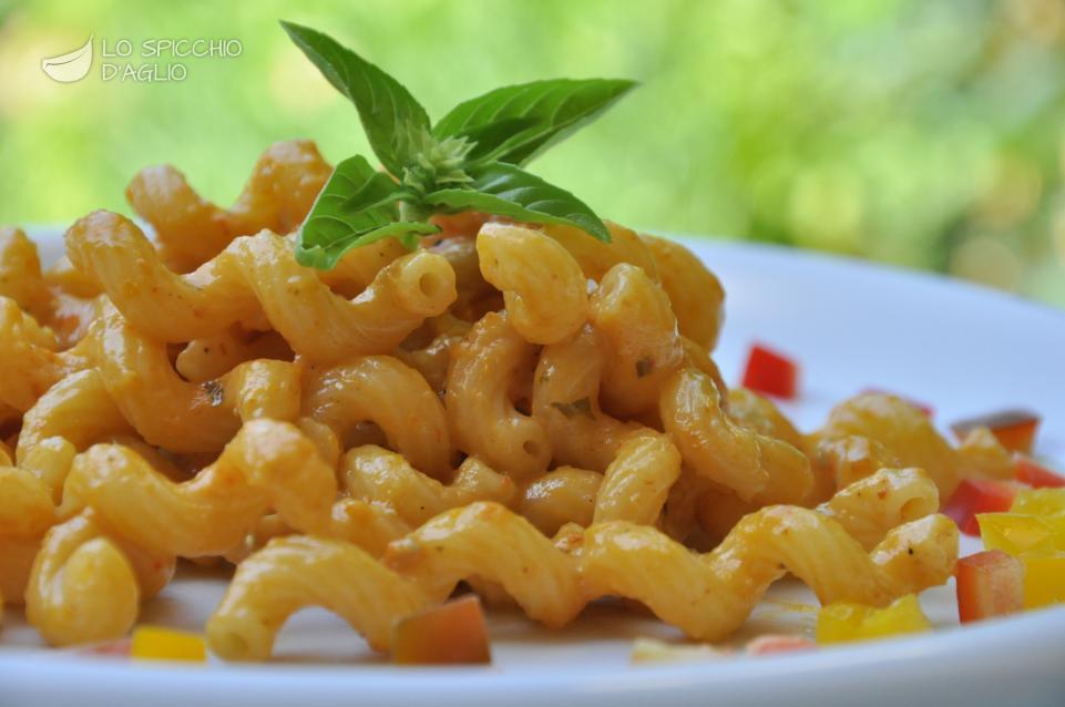 Pasta alla crema di gorgonzola e peperoni