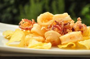Frittura di calamaretti e patate
