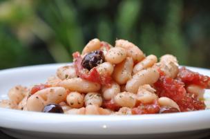 Insalata di cannellini, pomodorini e olive
