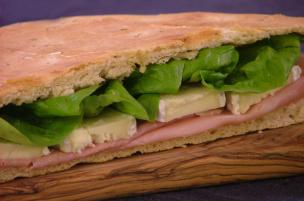 Focaccia cotto, Brie ed insalata