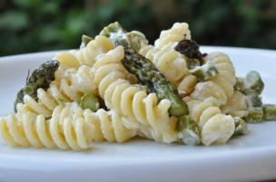Pasta asparagi e burrata
