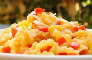Pasta patate, peperoni e scamorza affumicata
