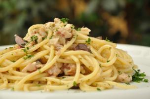 Pasta triglie e olive nere