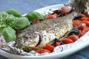 Pesce al cartoccio mediterraneo