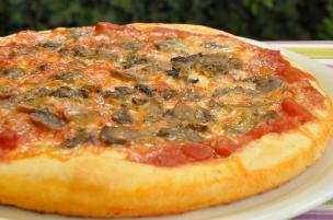 Pizza ai funghi trifolati