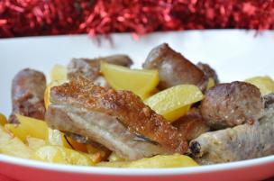 Spuntature e salsiccia di maiale al forno con patate