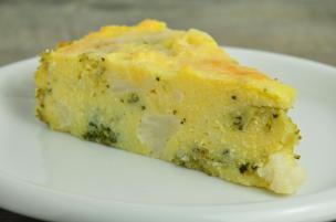 Torta di polenta con broccoli e cavolfiori