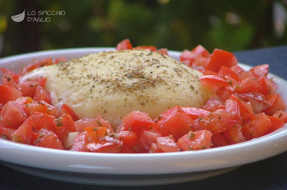 Tomini con dadolata di pomodori al forno